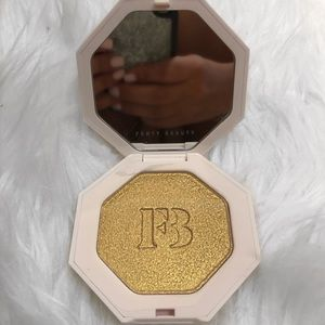 Fenty Highlighter in Trophy Wife